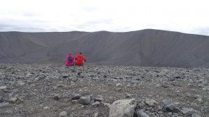 Belén y Javier en el Crater Hverfell (Islandia)