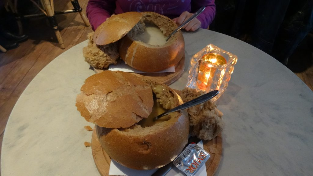 Soup in the bread (Svarta Kaffið)
