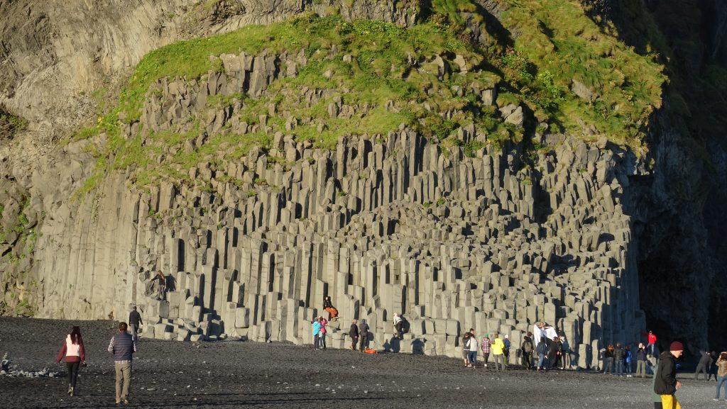 Playa de arena negra en Vík (Islandia)
